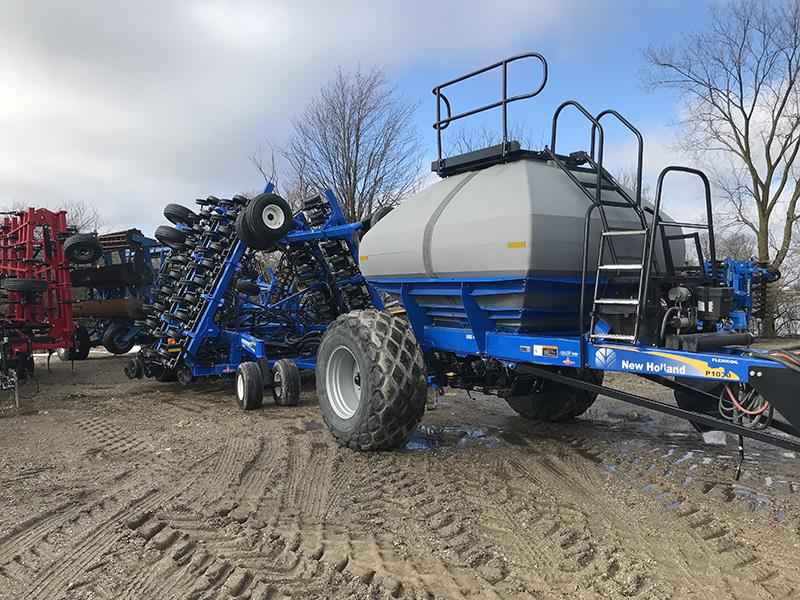 2015 NEW HOLLAND P2080 AIR DRILL WITH 2014 NEW HOLLAND P1030 AIR CART