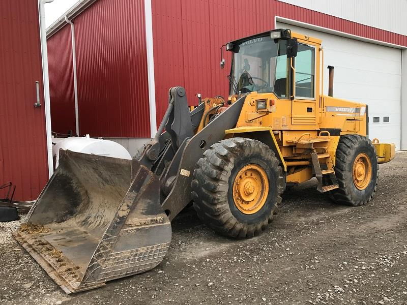 1997 VOLVO L90C WHEEL LOADER AND BUCKET