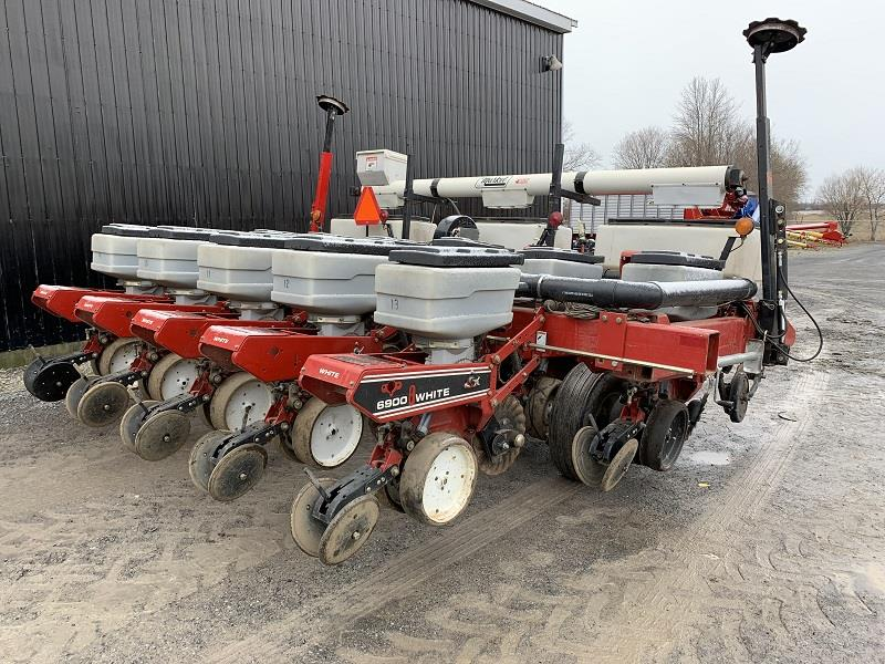 2001 WHITE 6106 AND 6900 6 ROW PLANTER