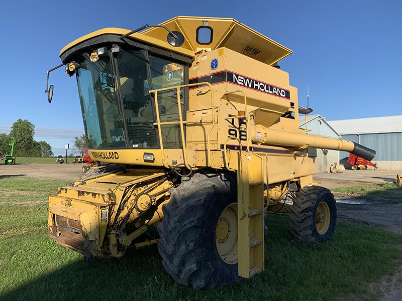 1997 NEW HOLLAND TR98 COMBINE WITH NH 973-20F FLEX HEAD AND 974-6R CORN HEAD