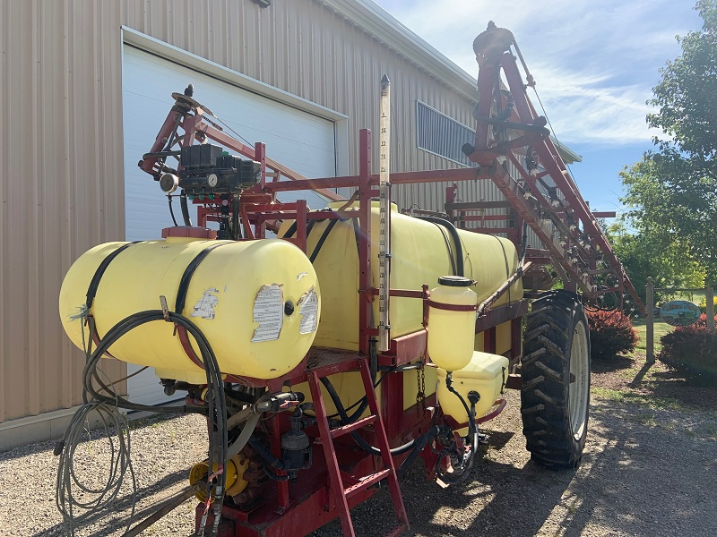 HARDI COMMANDER 950 PULL TYPE SPRAYER