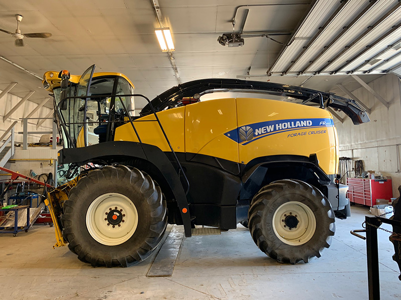 2015 NEW HOLLAND FR450 FORAGE HARVESTER WITH 12.5 FOOT HAY PU HEAD