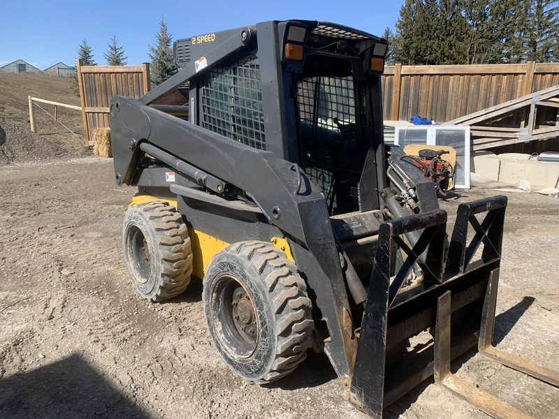 New Holland LS185B skid steer