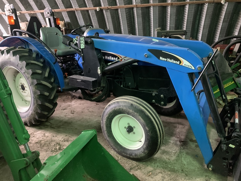 New Holland TT50A tractor loader