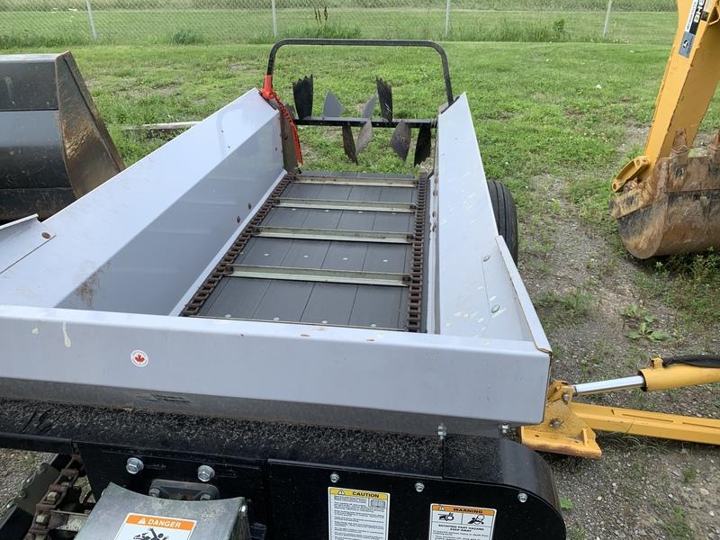 Wallenstein MX50P small manure spreader
