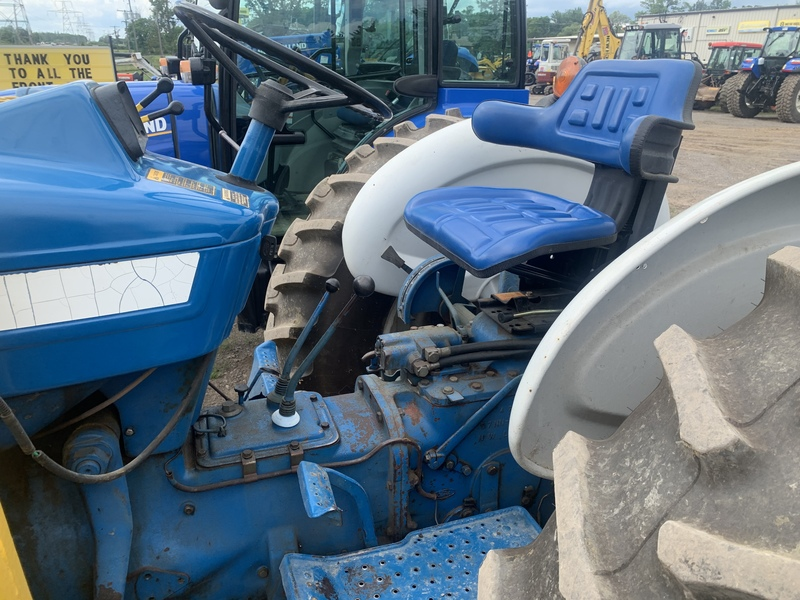 Ford 4600 tractor with loader