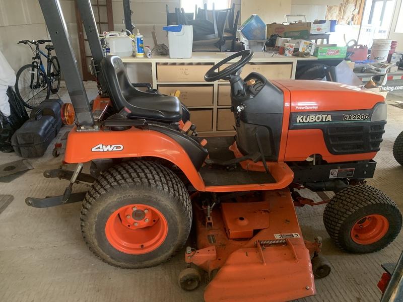 Kubota BX2200 D tractor with mower