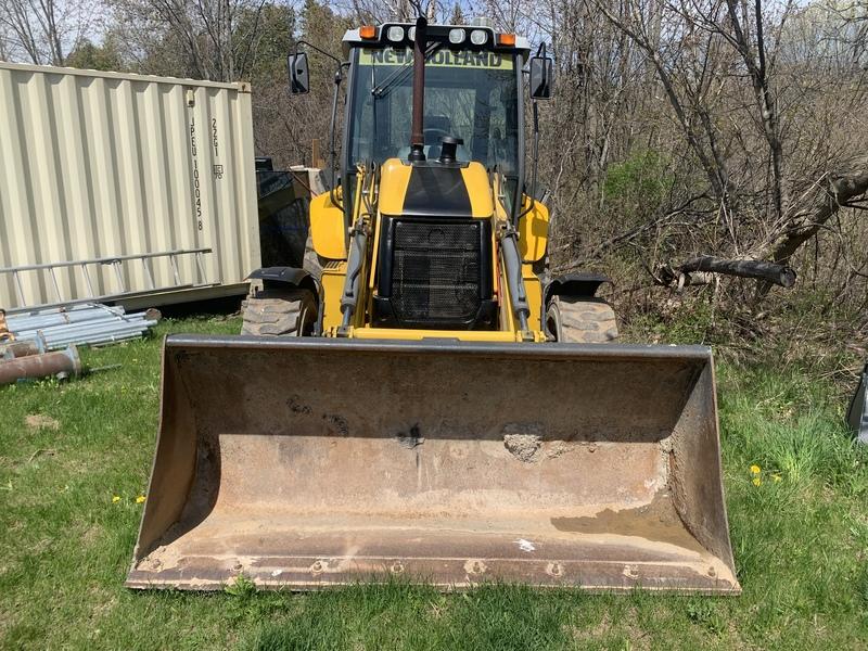 New Holland B110B Loader Backhoe - 3250hrs