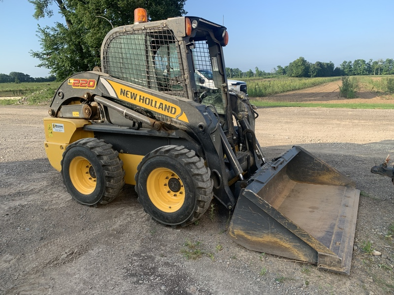 New Holland L220 skid steer - low hrs