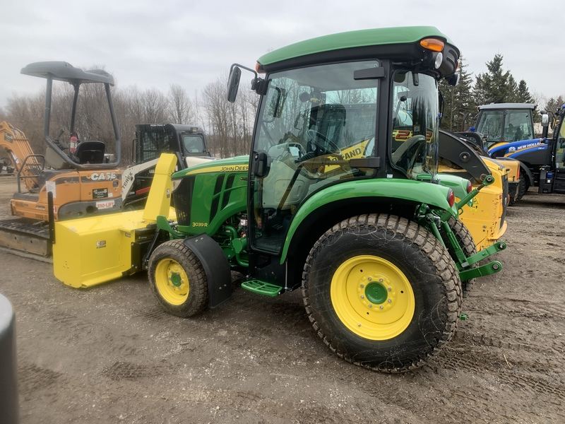 John Deere 3039R Compact Tractor Package - like new